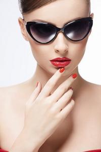 tipy Sluneční brýle a tvar obličeje... Jaký tvar zvolit, aby nezdůraznily vaše nedostatky?